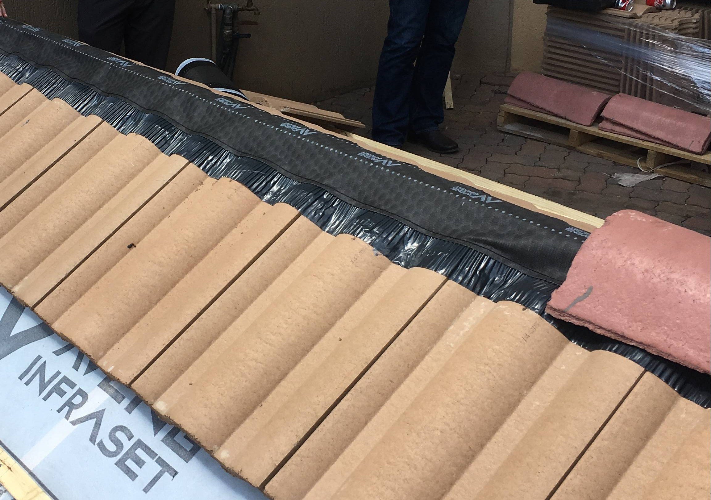 A practical session on dry ridging was presented by Grant Uys from Infraset, which addressed the installation of ridges without the use of mortar, but rather with metal ridge trees, tiles clips and a breathable roll underlay, which make ridge and hip installation fairly easy and clean.